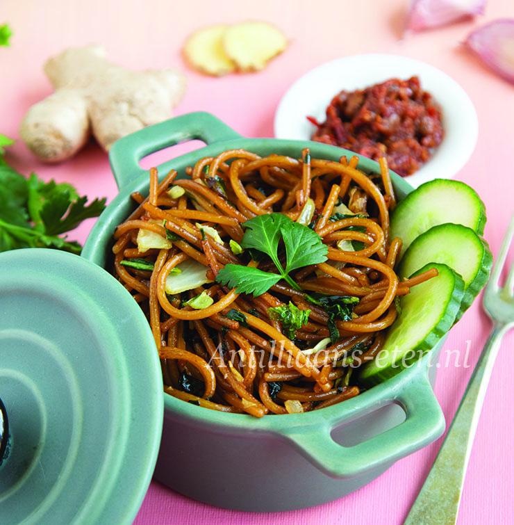 Antilliaanse Surinaamse bami spaghetti recept jurino