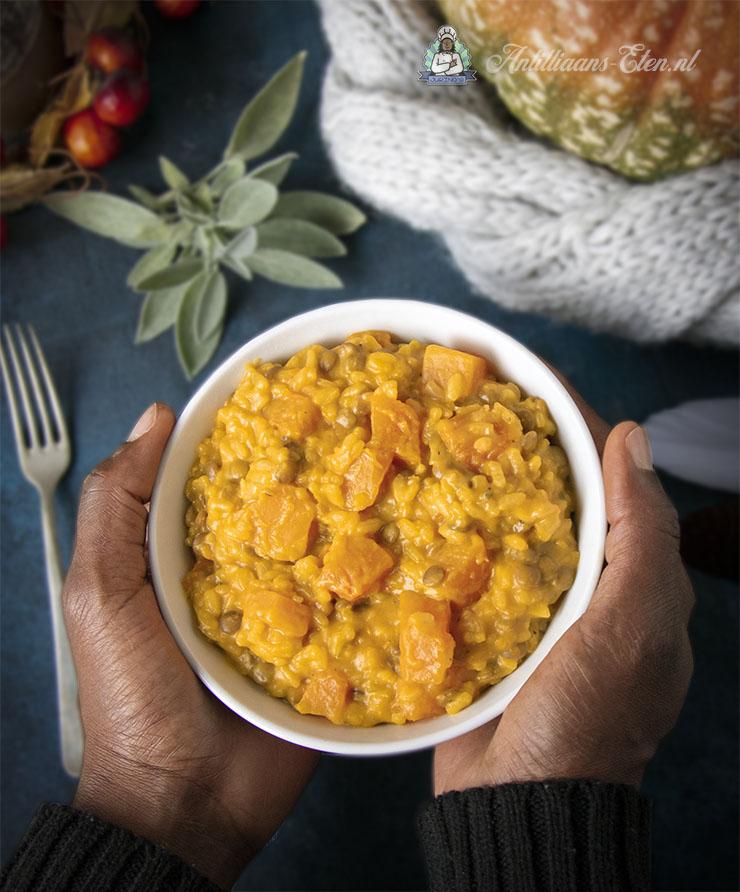pompoenrisotto recept voor romige pompoen risotto met linzen en salie